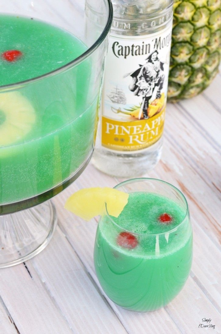 A Delicious Pineapple Rum Punch #alcoholpunchrecipes