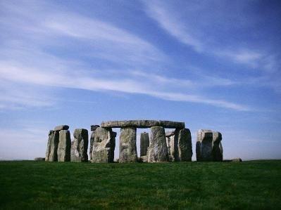 Megalítico: Construcción de grandes piedras.