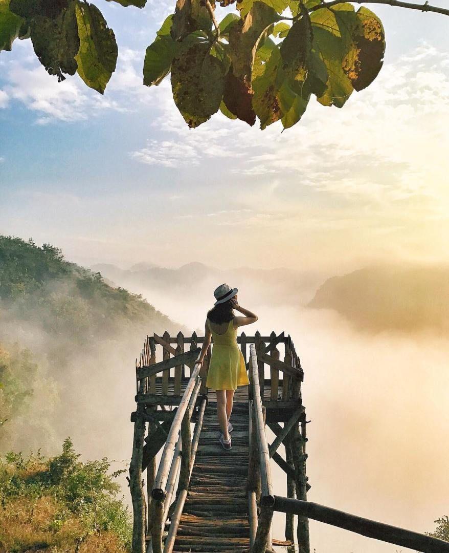 Di Lokasi Wisata Puncak Panguk Kediwung Ini Dolaners Akan Bisa Menikmati Pemandangan Bak Negerri Di Atas Awa Fotografi Matahari Terbit Fotografi Alam Fotografi