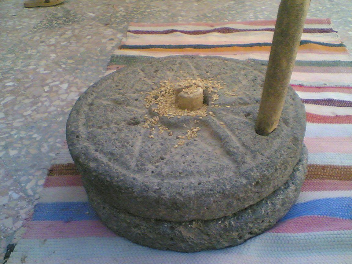حجر الرحى القديمة Mortar And Pestle Decor Traditional