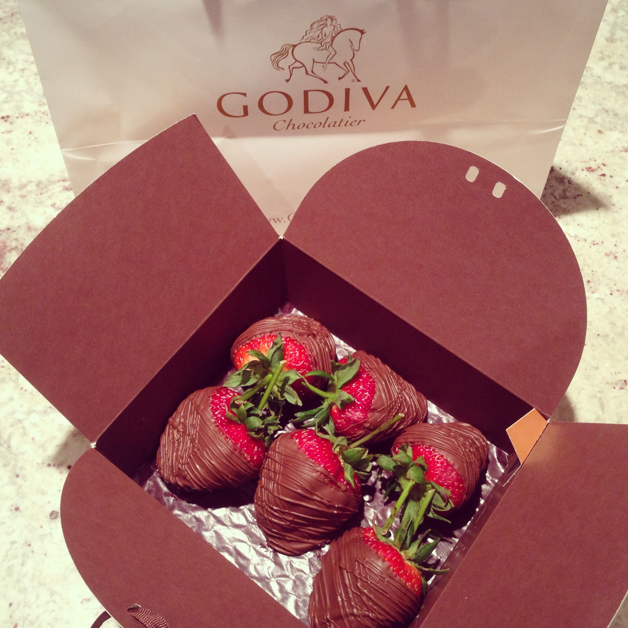 Chocolate covered strawberries #godiva