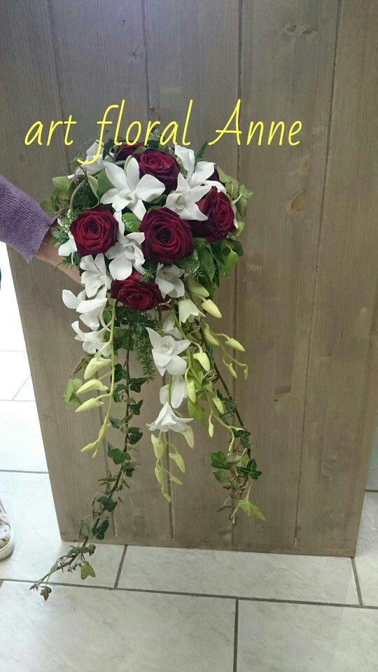 bouquet de mari e rerombant dendrobium roses rouge lierre par art floral cormontreuil. Black Bedroom Furniture Sets. Home Design Ideas