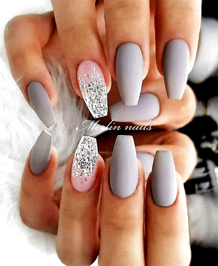 Cute Light Gray Coffin Nails With An Accent Pink Nail Adorned With Silver Glitter Nails Acrylic 2020 In 2020 Matte Nails Design Best Acrylic Nails Short Square Nails