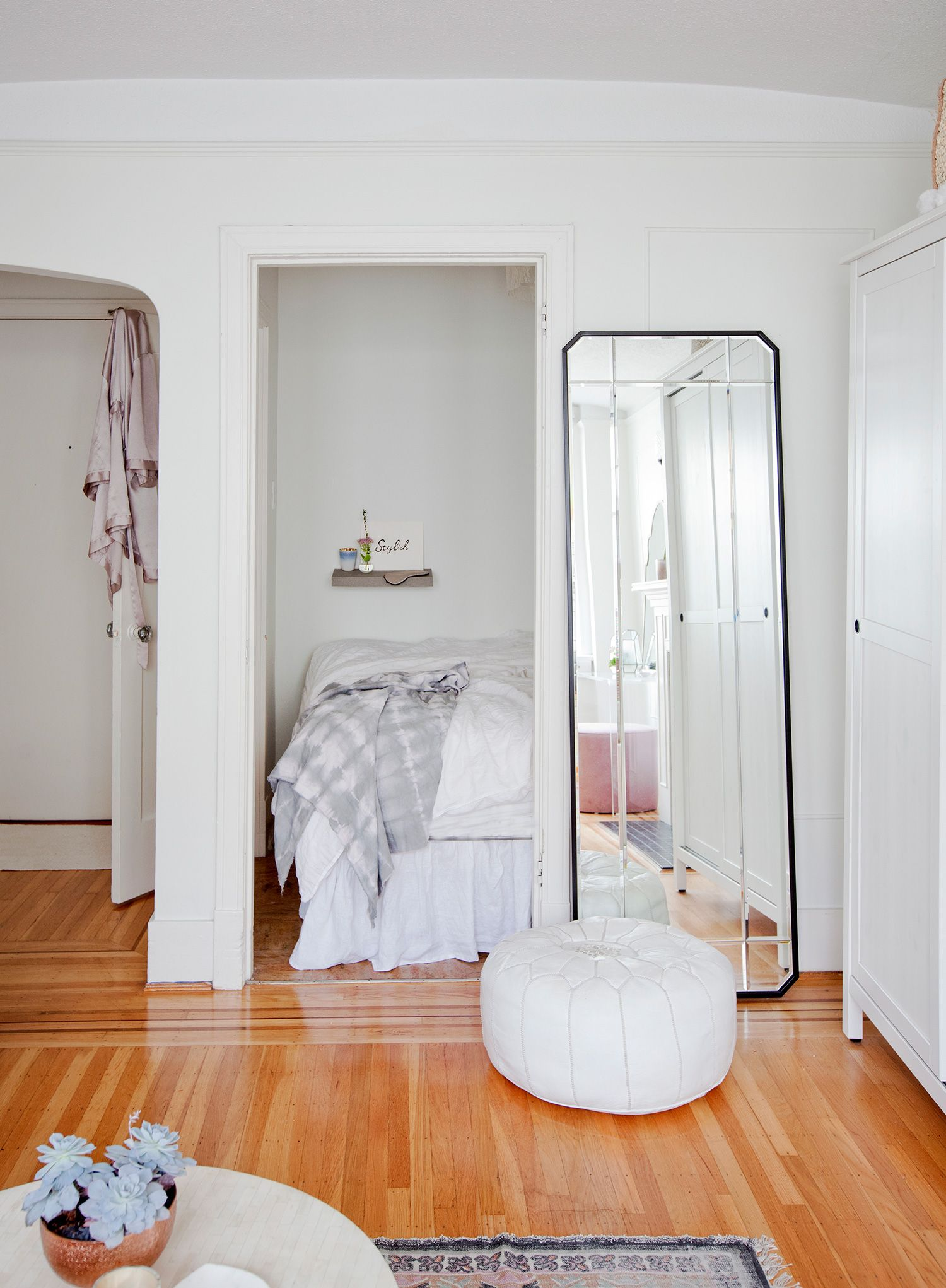Studio Apartment Sleeping Solutions Erin Chows Bright White Alcove Studio In Vancouver Rue