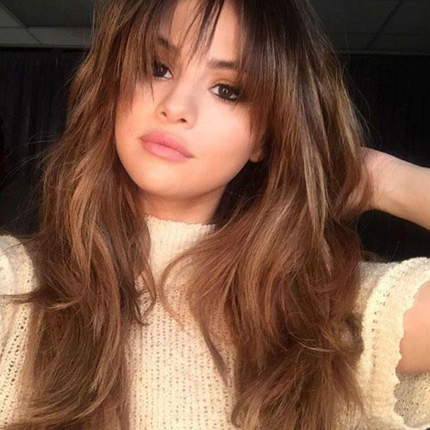 Selena Gomez S Hairstyle Hot Hotter Selena S New Haircut Today Pin In 2020 Selena Gomez Hair Hair Styles Long Hair With Bangs