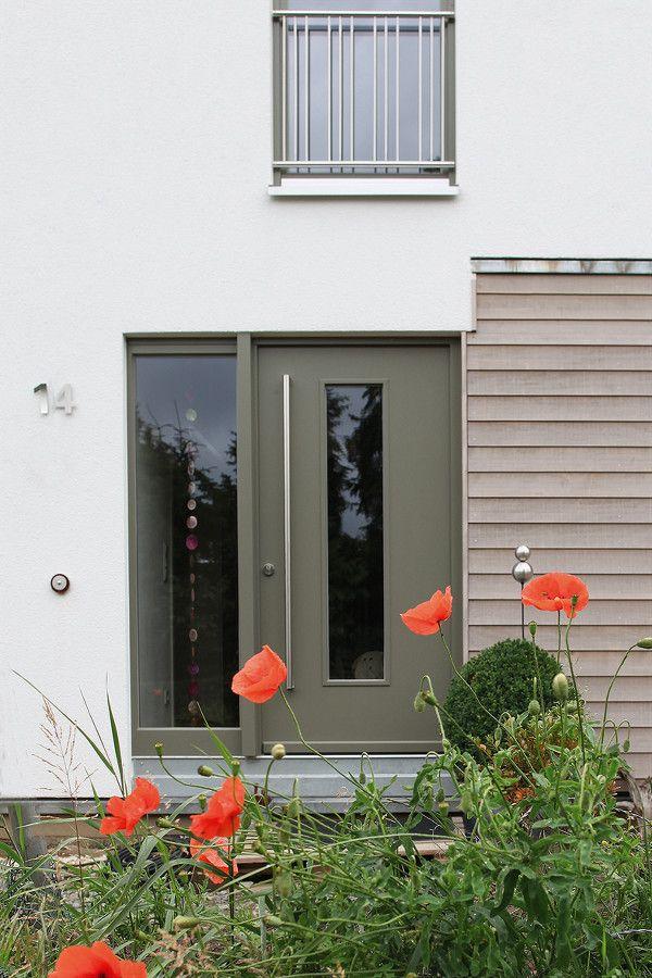 Haustüren mit breitem seitenteil  Moderne Ganzblatt-Haustür mit länglichem Lichtausschnitt, breitem ...