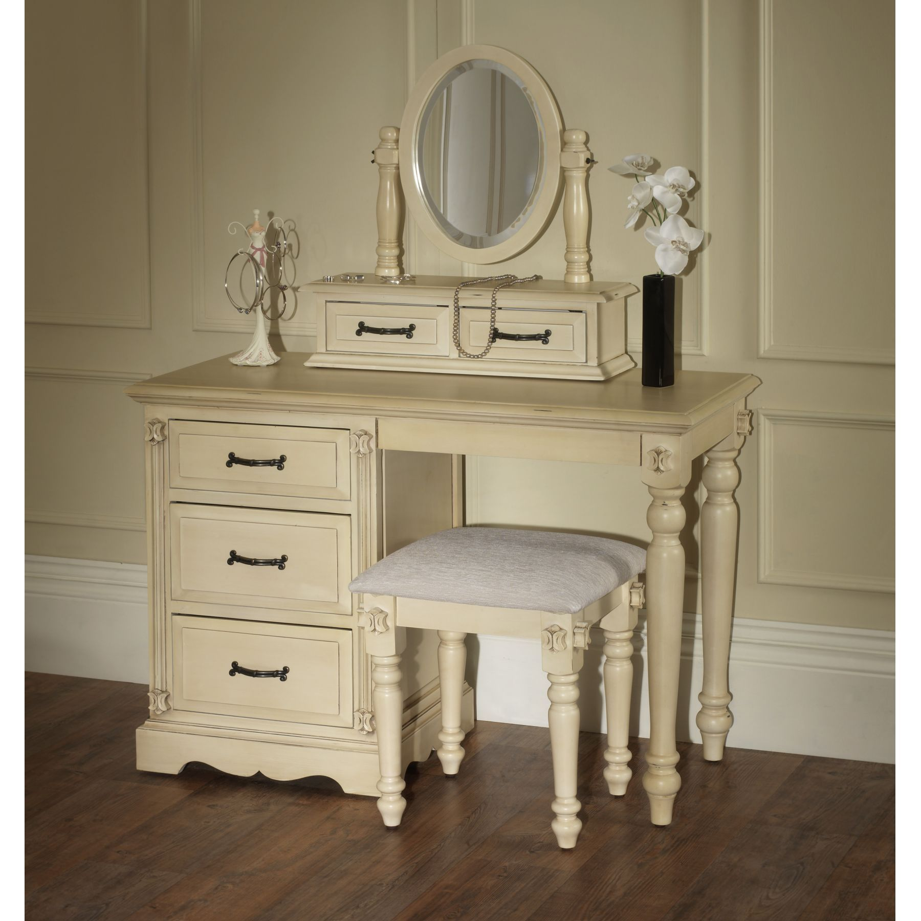 Bedroom furniture dressing table - Victorian Retro Dressing Zoom Antique Bedroom Furniture Antique Bedroom Furniture Home Decorating And Architecture Ideas