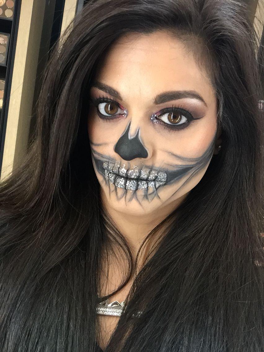 Silver Glitter Skull. Joy_mariemua on Instagram Skull