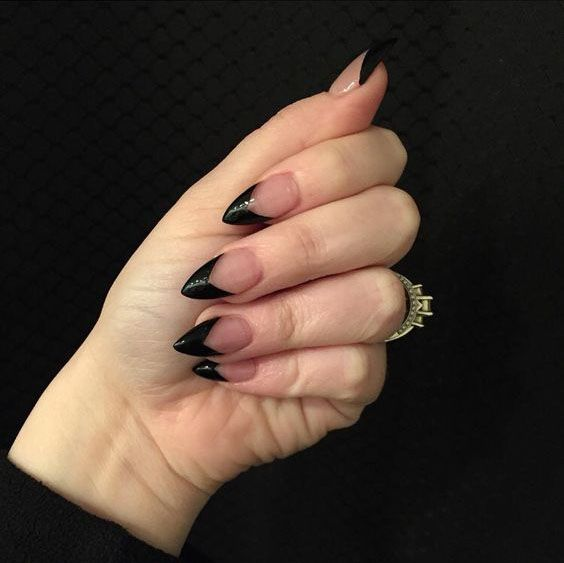 32 Stunning Stiletto Tip Nail Designs Goth Nails Acrylic Nails Stiletto Black Acrylic Nails