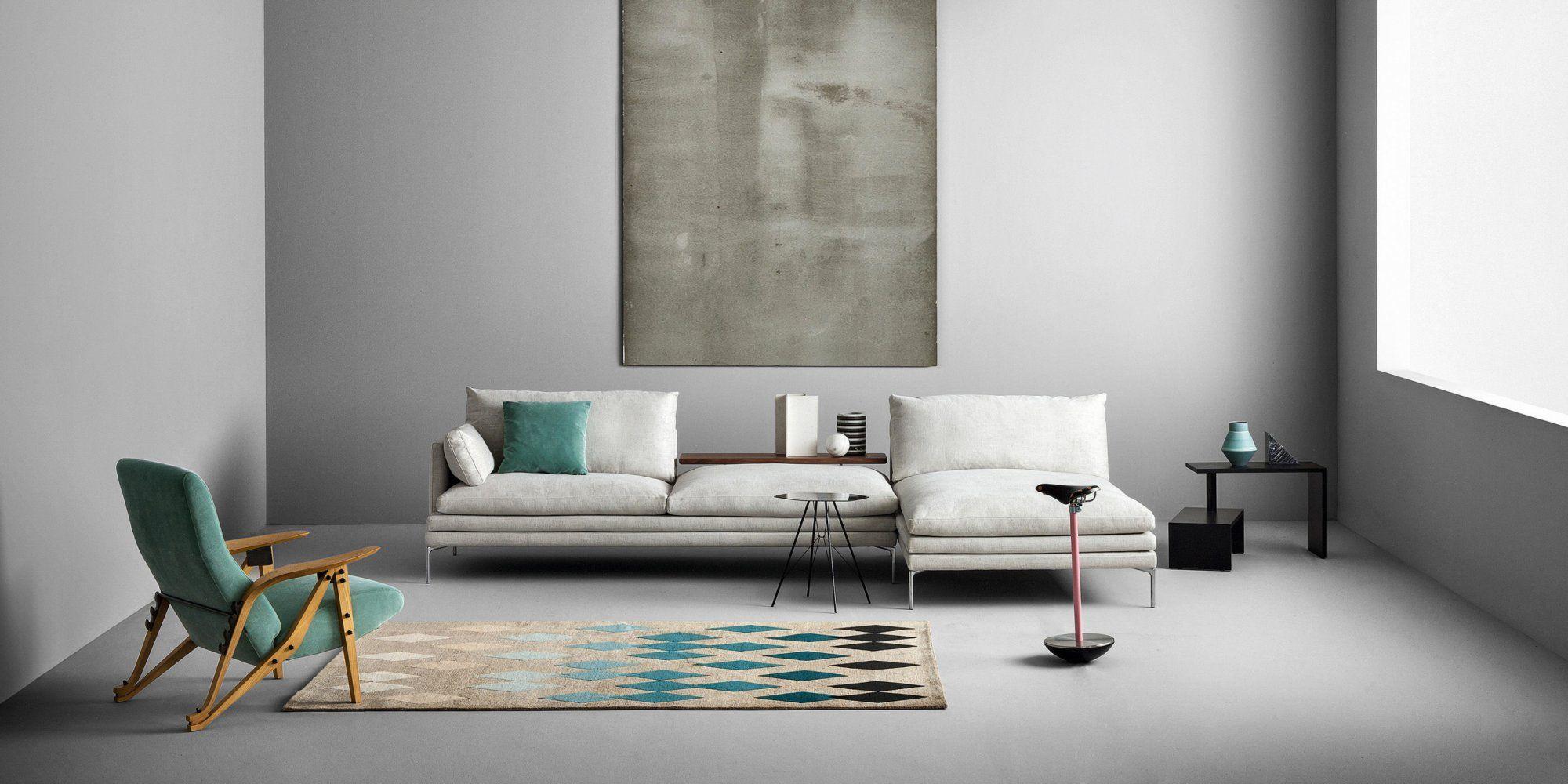 Un canapé d\'angle épuré dans ce salon très sobre et réhaussé ...