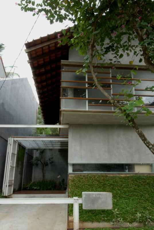 This Simple Yet Striking Residence In Indonesia Was Built With A Surprisingly Small Budget 17 500 Lookin Dekorasi Rumah Elegan Arsitektur Rumah Arsitektur
