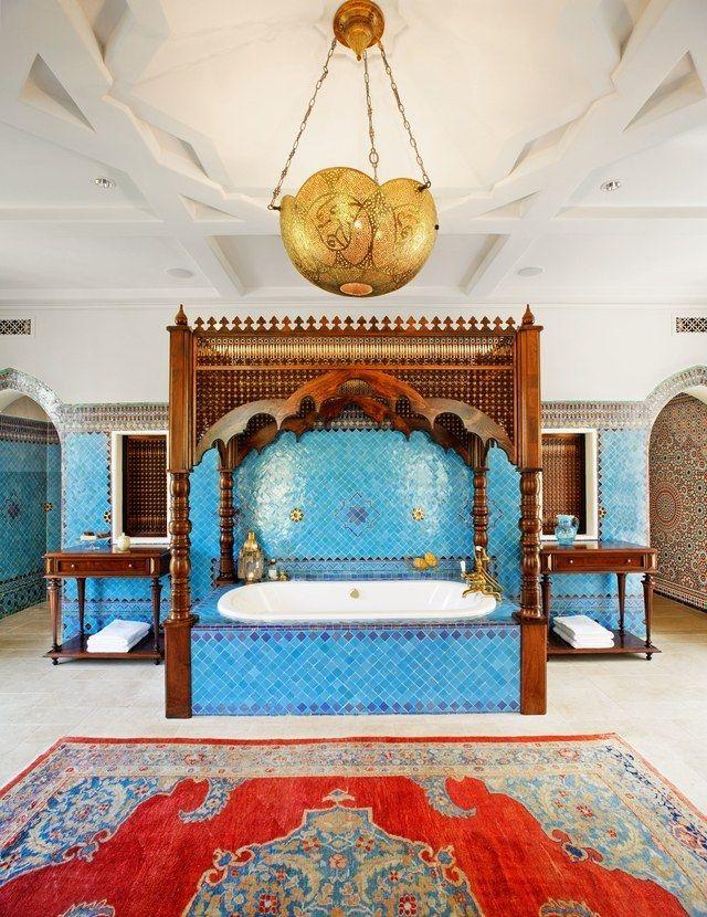 Cette salle de bains d\'inspiration marocaine dans une maison ...