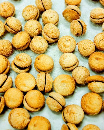 Chocolate-Filled Almond Macaroons/dcc