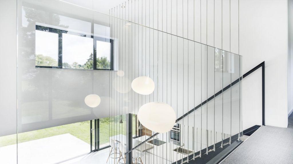 Offenes treppenhaus abtrennen  Offenes Treppenhaus mit Glasfront und Stahltreppe | Inspirationen ...