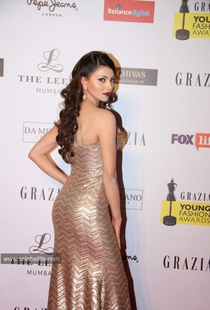 Urvashi rautela hot boobs