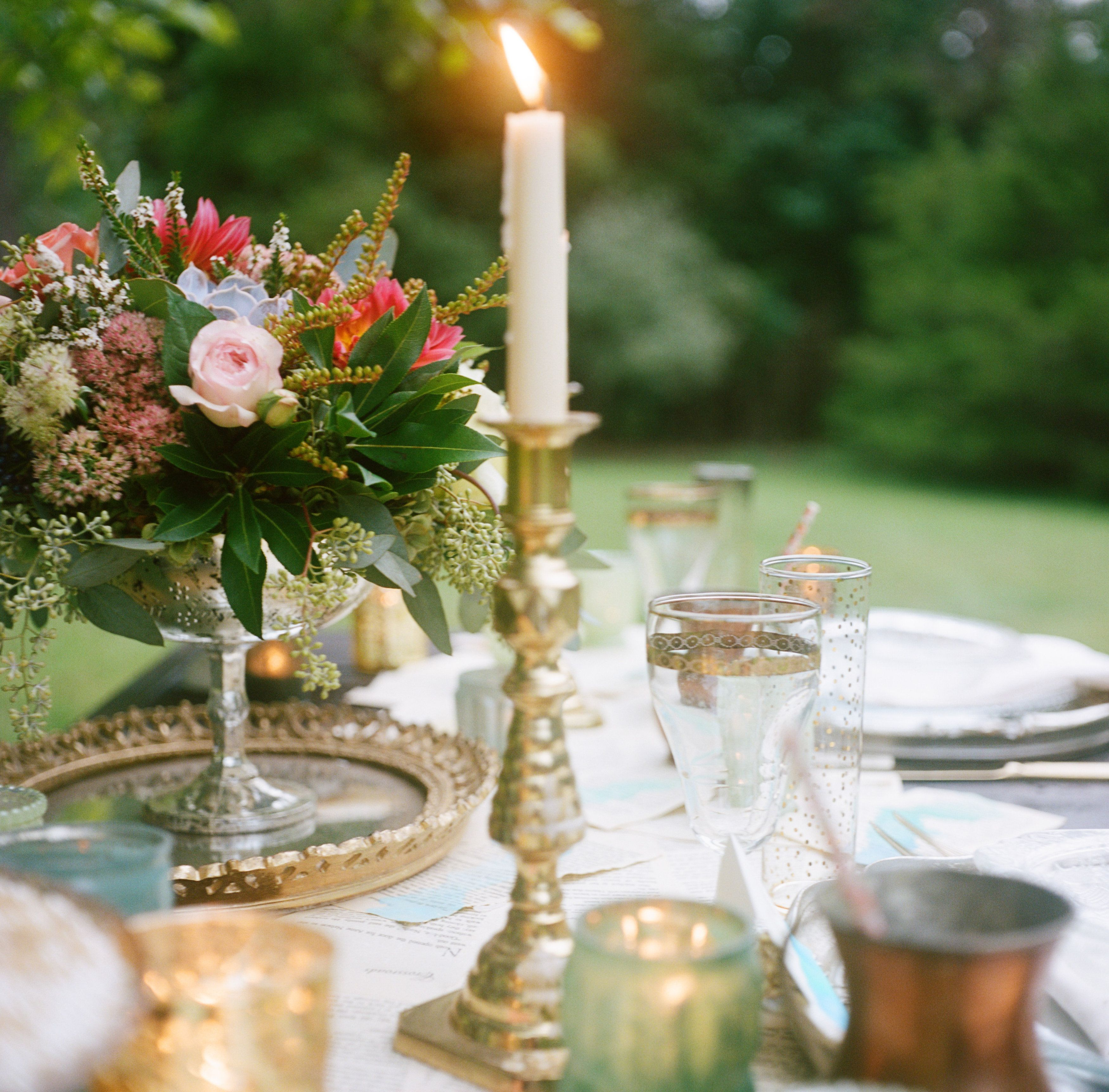Summer Wedding - Centerpiece and Table Setting http://www.foxtailcottage.com/
