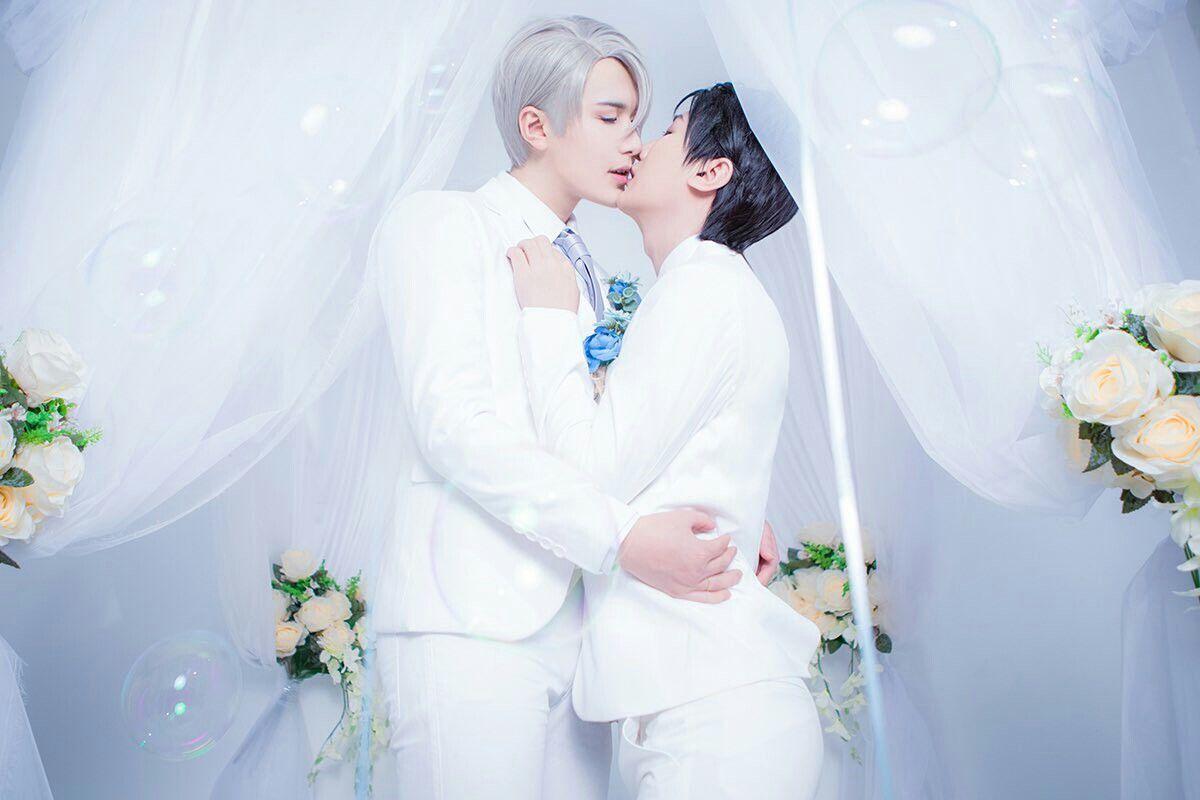 Viktor Nikiforov X Yuuri Katsuki Viktuuri Wedding Cosplay Yuri
