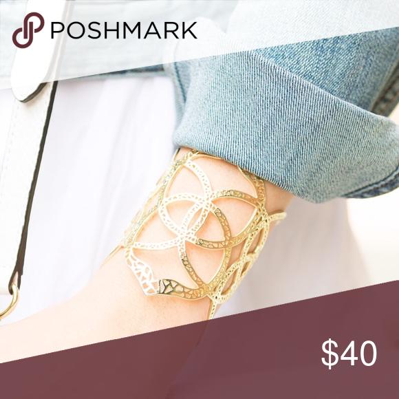 ✨SALE✨ Kendra Scott Gold Cuff Adjustable & in great condition! Jewelry Bracelets