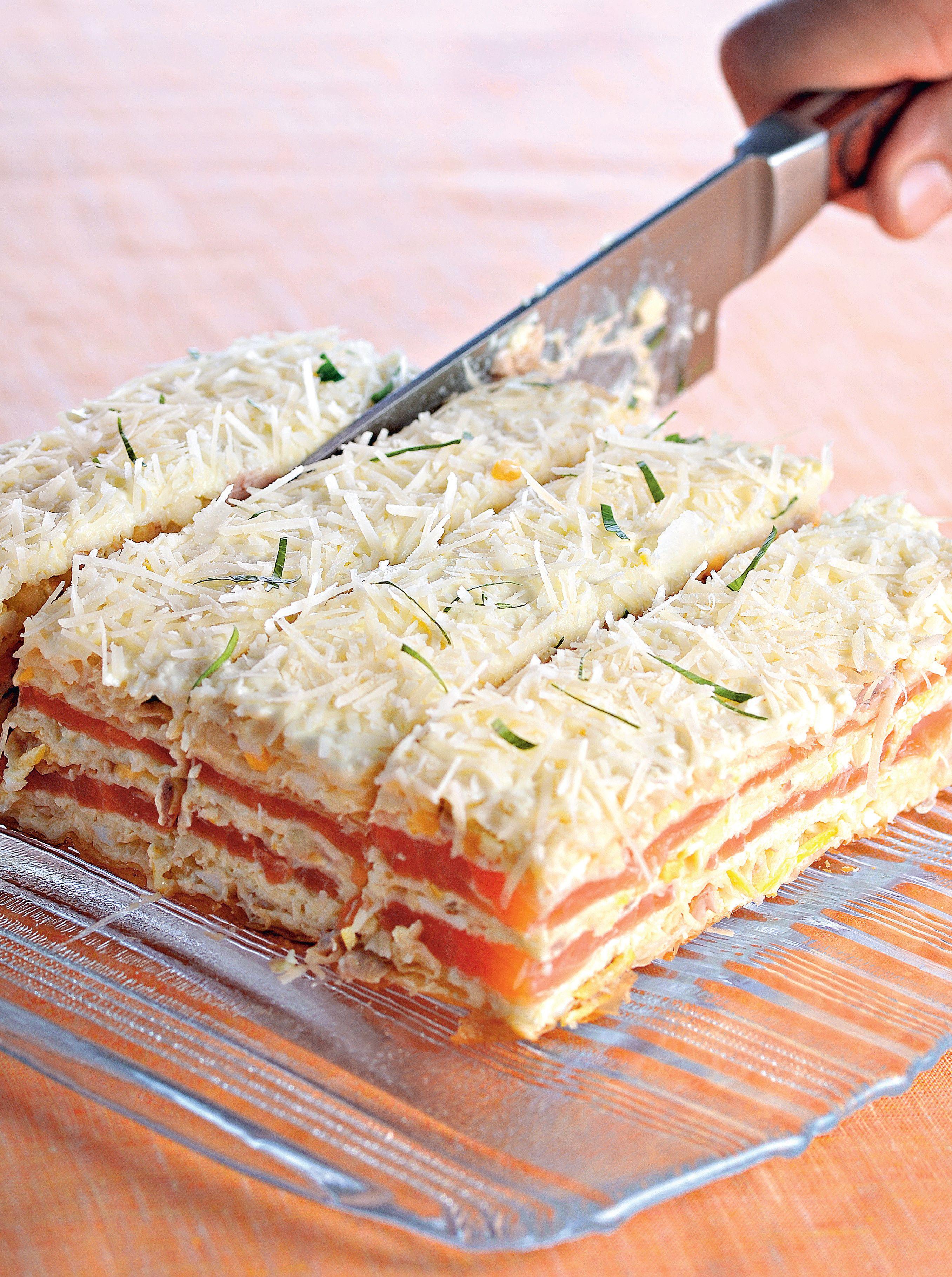 Рецепт Закусочный торт из перца, ветчины и зелени