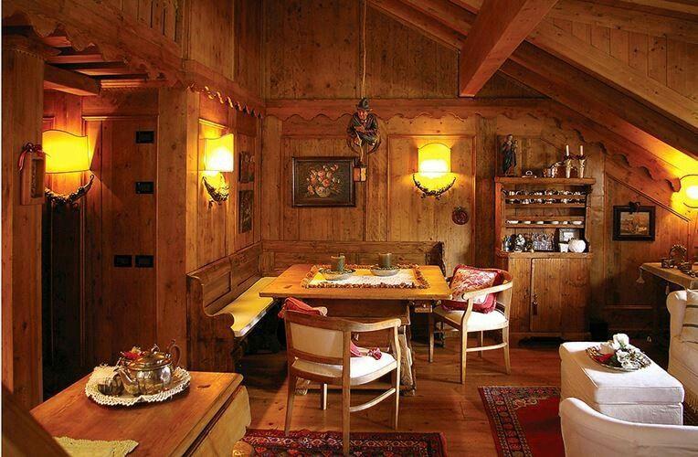 Stile tirolese tyrolean style cabin chalet for Arredamento stile tirolese