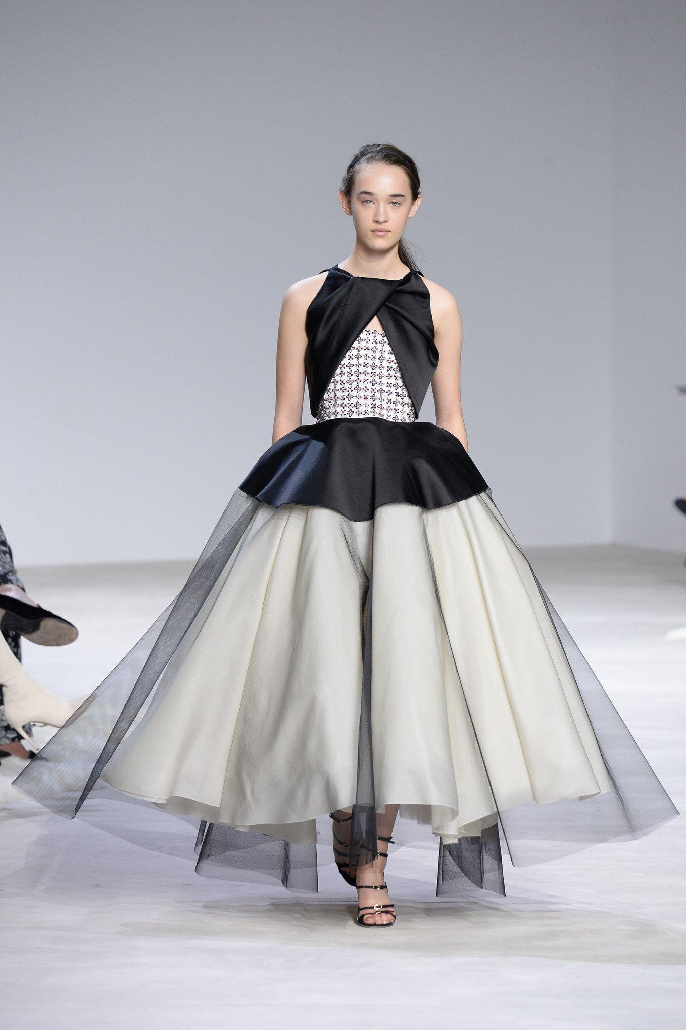 Allison williams wedding dress  Giambattista Valli Spring  Couture Fashion Show  Giambattista