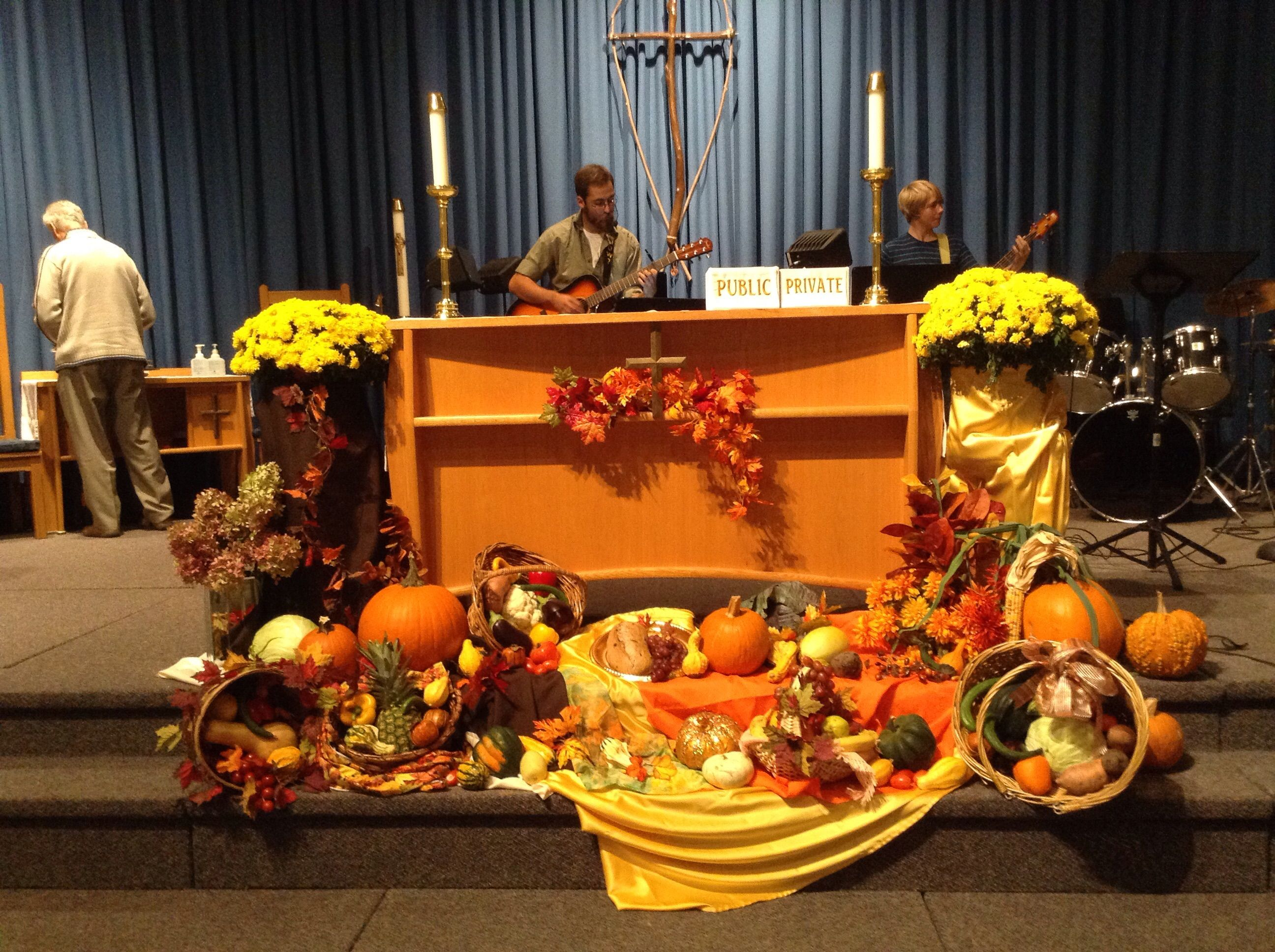 Thanksgiving Altar Decorations | Fall church decorations ...