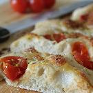 Focaccia met tomaatjes en mozzarella