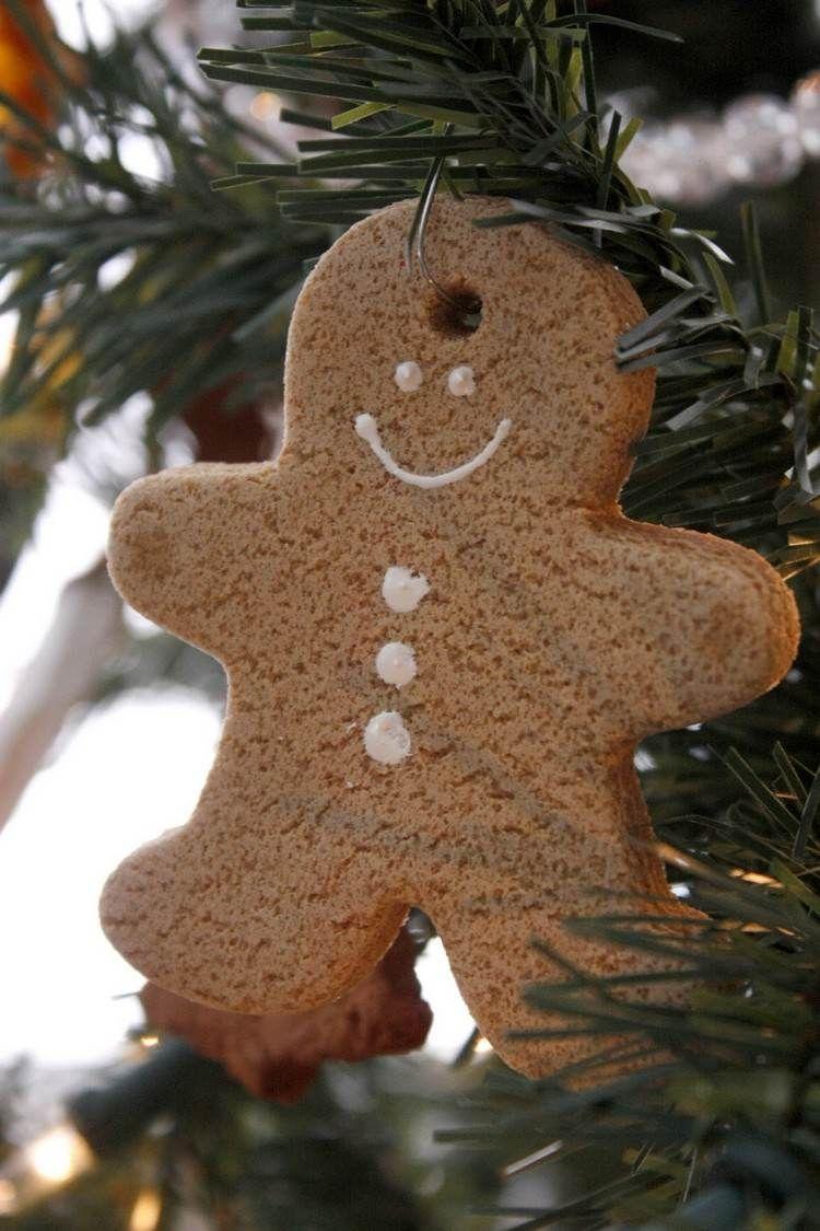 figurine de Noël à faire soi-même en pâte à sel en forme de bonhomme                                                                                                                                                                                 Plus
