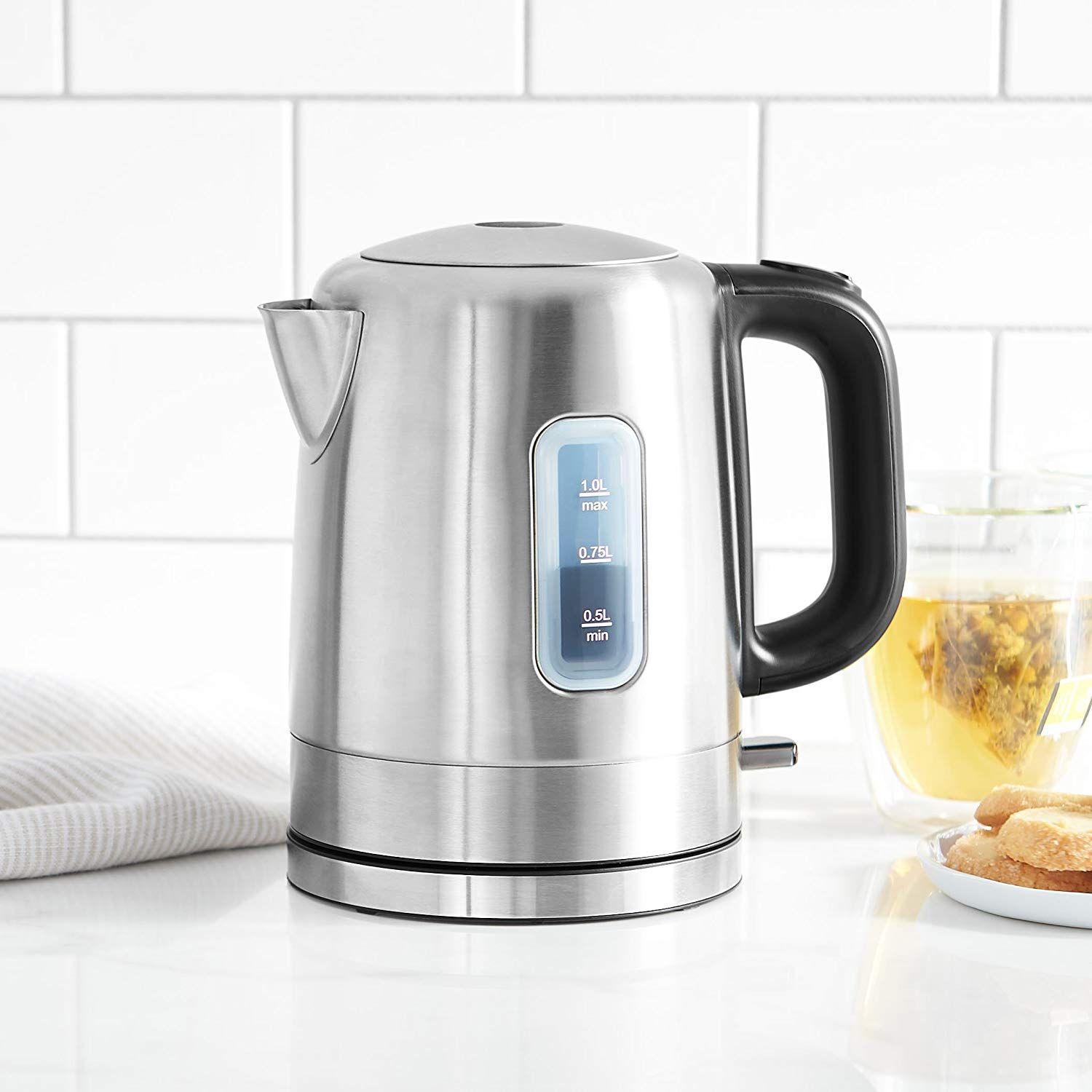 Electric Water Kettle With 1 0 Liter Capacity And 1500 Watts Of Power For Fast Results 120v 60hz Cordless D Electric Kettle Electric Tea Kettle Water Kettle