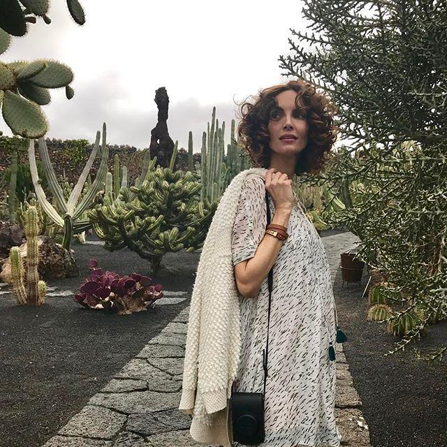 Hoy digo adiós al invierno desde #jardindecactus de #lanzarote en mi espacio de @holacom! Viva la primavera! @eustyleweb @hermes ❤