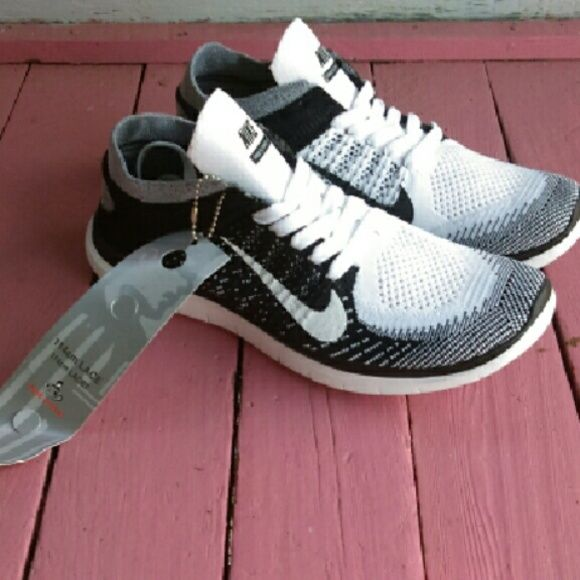 best authentic 2dca1 d4e97 New Nike Free Flyknit 4.0 in Oreo women size 8.5 New Nike Free Flyknit 4.0  in