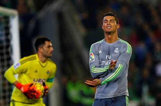 Irate Ronaldo admits he barely spoke to Giggs, Scholes and...: Irate Ronaldo admits he barely spoke to Giggs, Scholes… #Ronaldo #RealMadrid