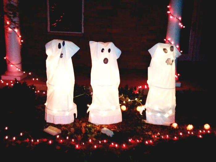 Tomato Cage Ghosts - easy DIY Halloween decoration Halloween