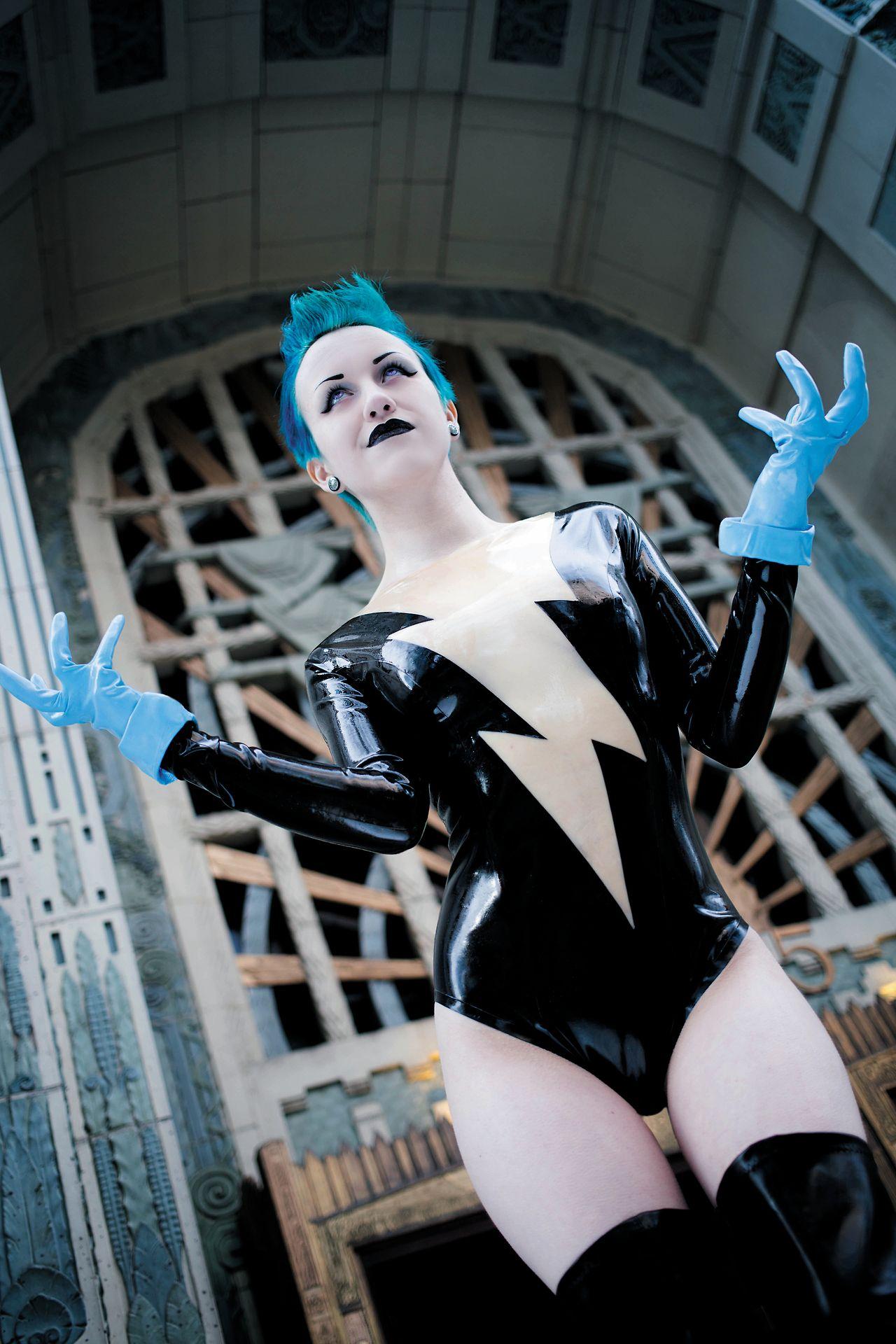 DC Comics villain: Livewire costume. Cosplayer: Dezi Desire ...
