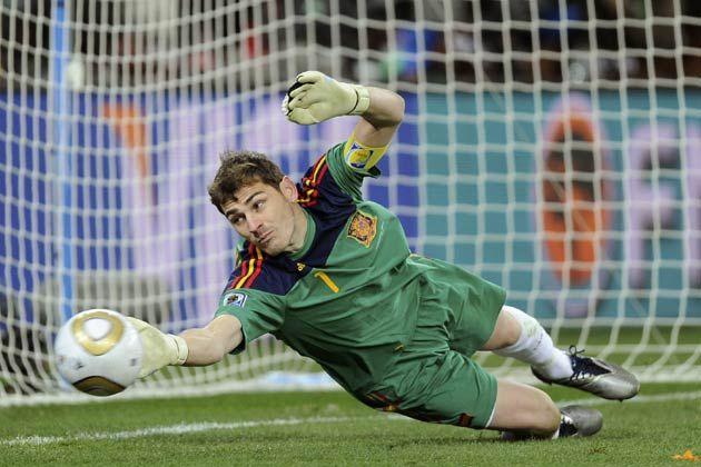 iker casillas saves   iker casillas save Iker Casillas ...