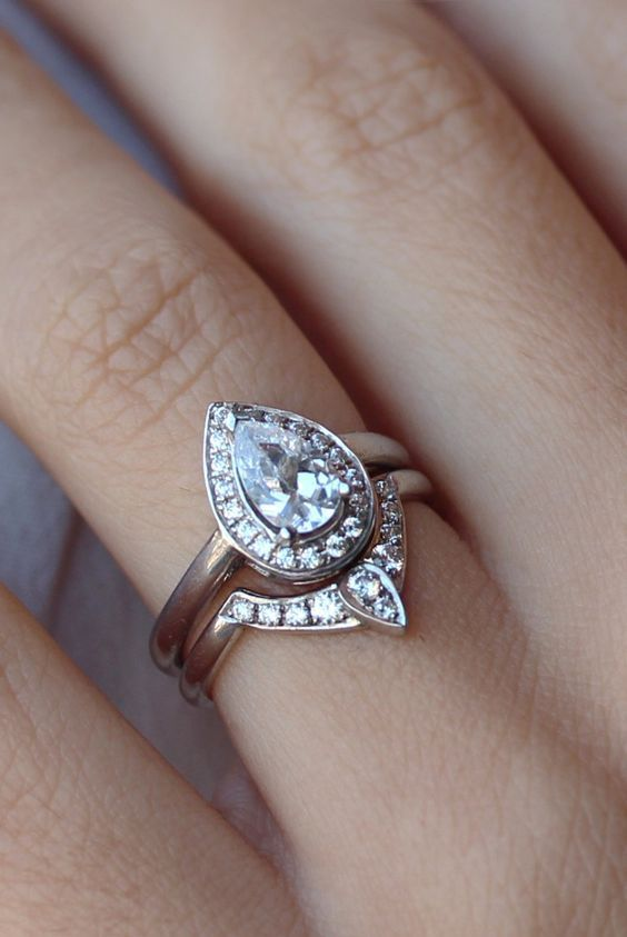 Pear Shaped Diamond Engagement Ring With Matching Side Band Deer Pearl Flowers Www