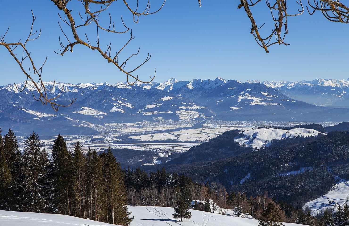 Gutes Wetter grossartige Sicht und ein überwältigendes Panorama, so kann es auf dem Hirschberg sein - und dann hat es einen Mordsbetrieb
