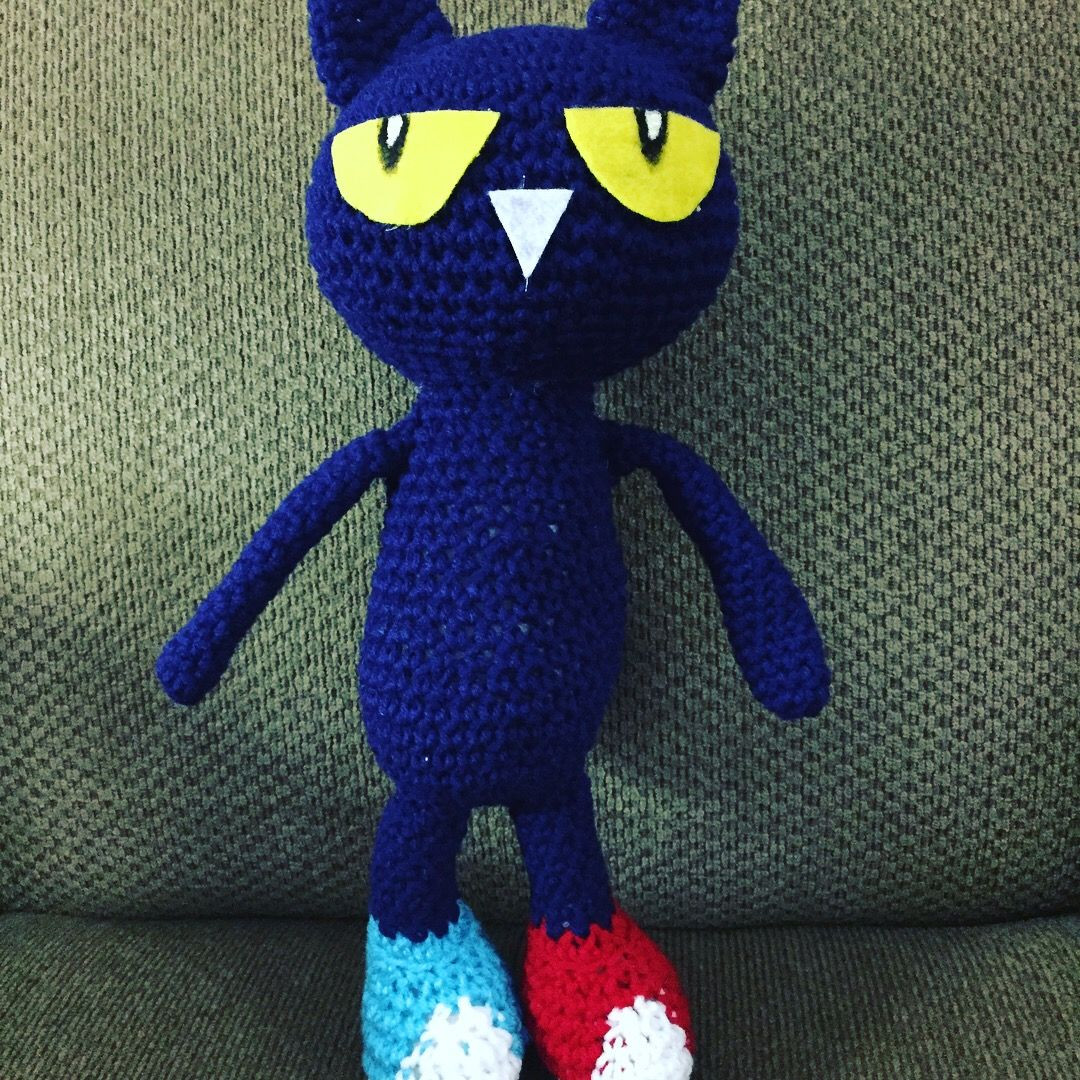 Crochet pete the cat in his school shoes photo only