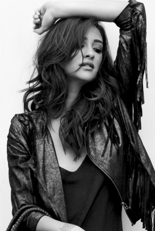 You Re Not A Hero Shay Mitchell Style Shay Mitchell Beauty