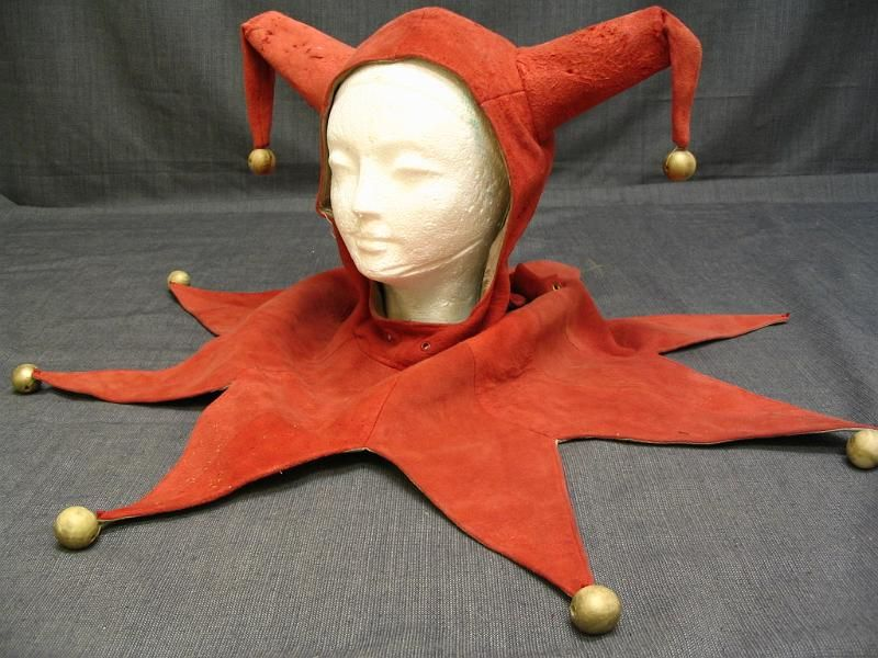 09010973 Jester Hat Red Suade with Gold Balls.JPG ...
