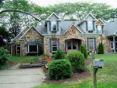 Doug Dodds with Achieve Realty: Listings Search