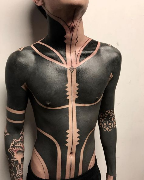 Full Black Upper Body Tattoo With Abstract Patterns And Heavy Black Areas On The Torso Full Tattoo Sleeve Tattoos Blackout Tattoo
