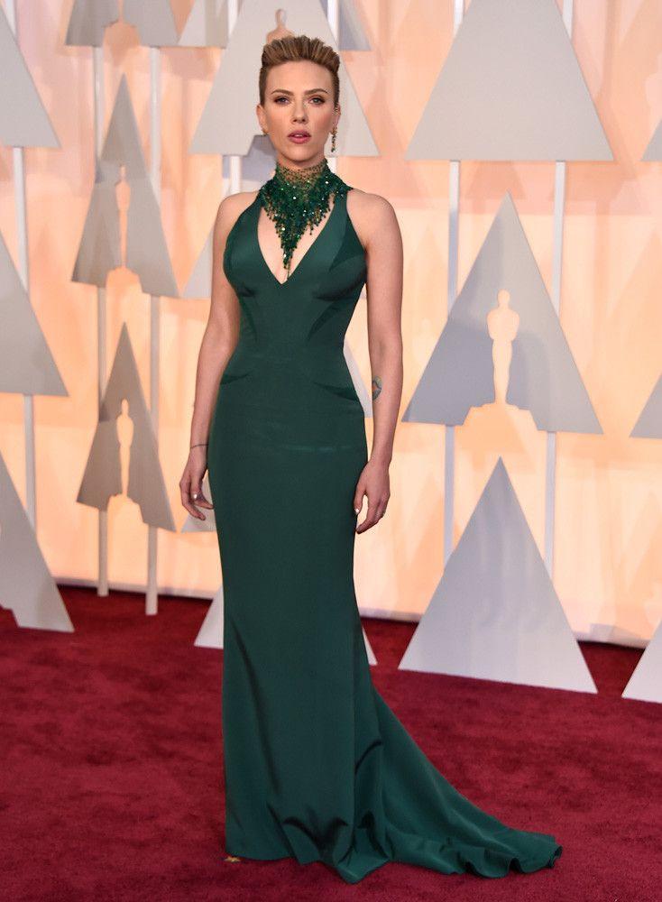 Scarlett Johansson in Versace. #oscars2015