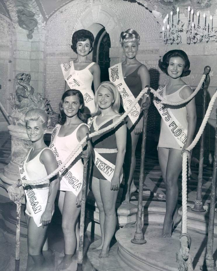 beauty pageants rewarding or degrading essay Transcript of are beauty pageants degrading history of pageants phineas t barnum the first truly modern beauty contest 1855 was not liked in the twentieth-century became more acceptable used to lure tourist genetically natural woman healthy good mental state 18-24 ears old (miss america) a.