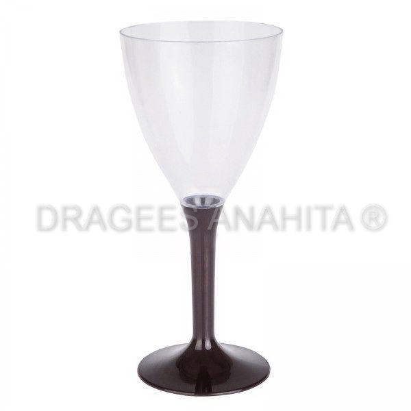 Un verre à vin de couleur marron ,une couleur chocolat