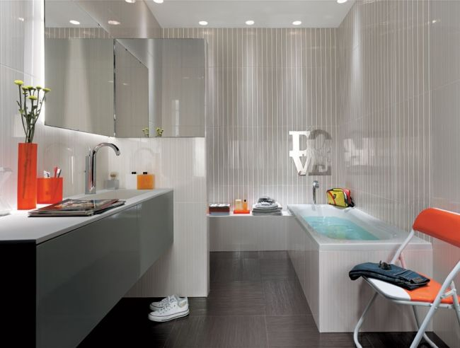 badgestaltungsideen fliesen fap hochglanz hell grau badewanne - badezimmer fliesen grau
