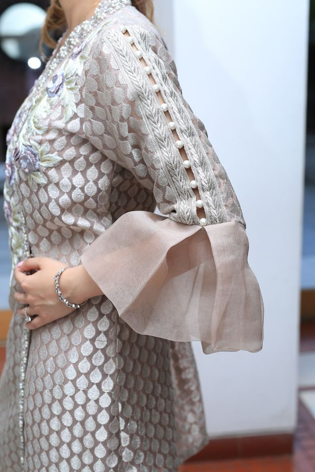 Sleeve | Miss Chic | Pinterest | Kurti, Sleeve designs and Indian wear