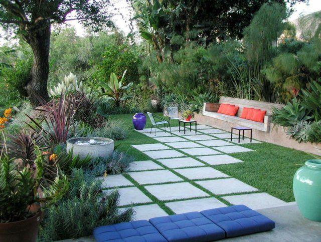 exotischer garten gestalten beton sitzbank pflastersteine, Garten und erstellen