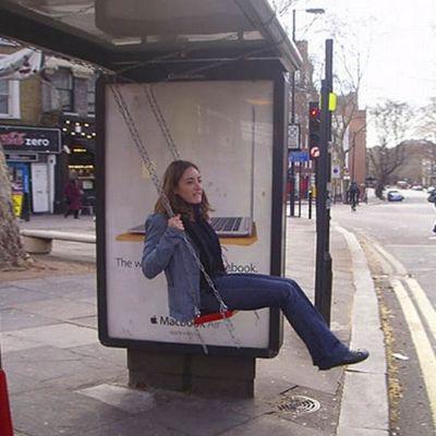 7 ejemplos creativos de street marketing en paradas de autobús