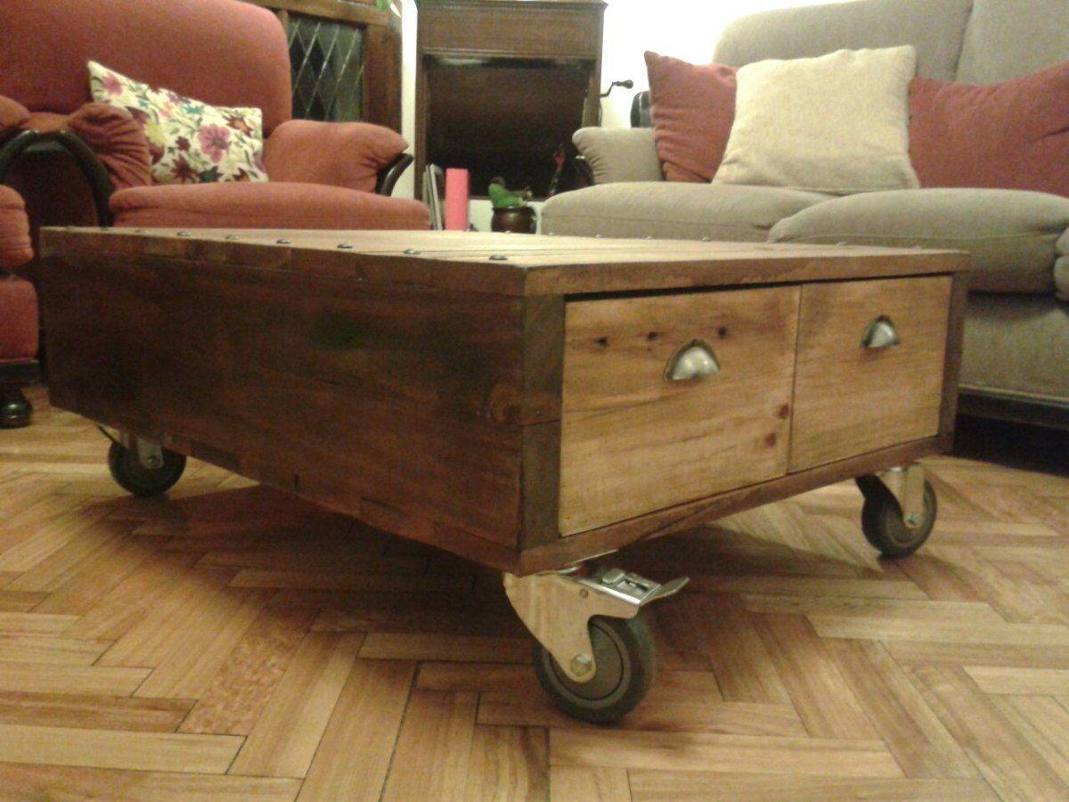 Mesa ratona r stica con ruedas madera de pallet - Mesa madera rustica ...